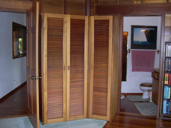 cat-kayu-untuk-Louvered-Interior-Doors-Furniture