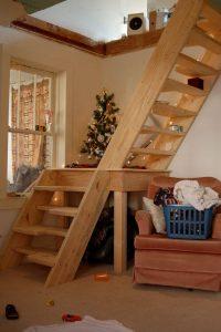 Inspirasi Desain Tangga Yang Tepat Untuk Rumah Sempit